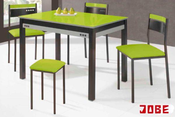 Mesa y sillas con taburetes pistacho muebles jobe for Muebles jobe
